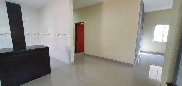 Belíssima Casa de 3 dormitórios sendo uma Suíte única no lote localização privilegiada    - Foto 4