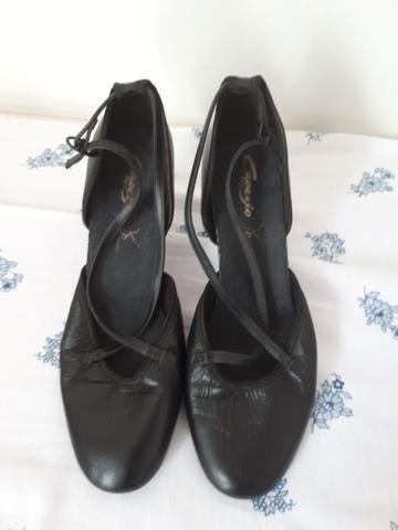 c34608fca9 Sapato de dança Capezio Feminino n.39 - Esportes e ginástica - Área ...