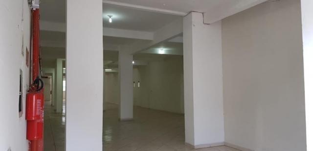 Salão comercial com 360 metros quadrados a 500 metros do metros carrão - Foto 2