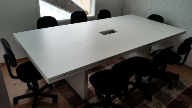 Mesa de reunião 08 lugares com conectividade