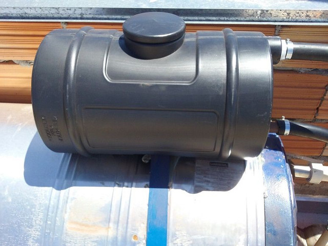 Caixa De Água Pequena - com cinta e bóia - 24 Litros P/ Aquedor Solar