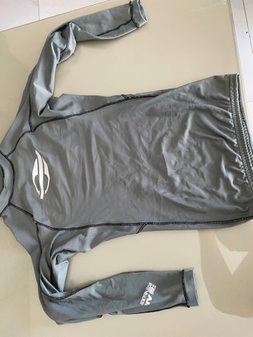 Bermuda e camisa mormaii, camisa quiksilver - Foto 6