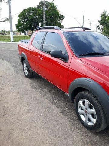 vendo está Fiat Strada, semi nova, tem apenas 18 mil km rodados, muito nova, ano 16/17  . - Foto 2