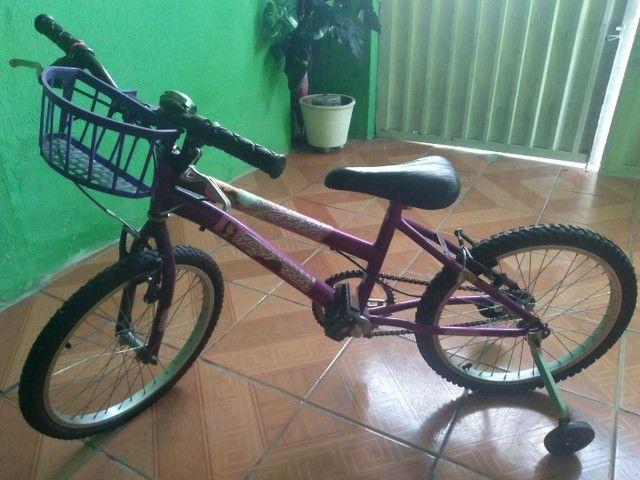Bicicleta nova de menina