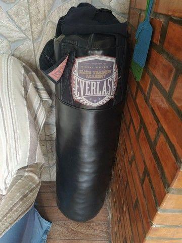 Saco de boxe + luvas e caneleiras  - Foto 3