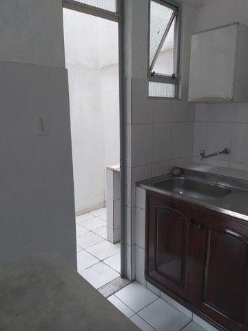 Aluga-se ótimo apartamento c/ garagem (iptu e condomínio inclusos) - R$ 1.400,00 - Foto 4