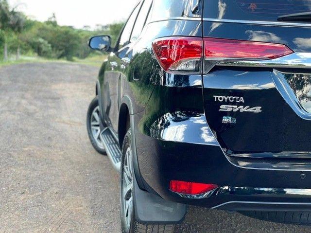 Toyota Hilux SW4 SRX 2.8 4x4 - 2017 - Foto 11