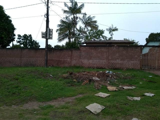 Terreno com casa localizado na rua dom Frederico Costa. 375. Bairro Jutaí
