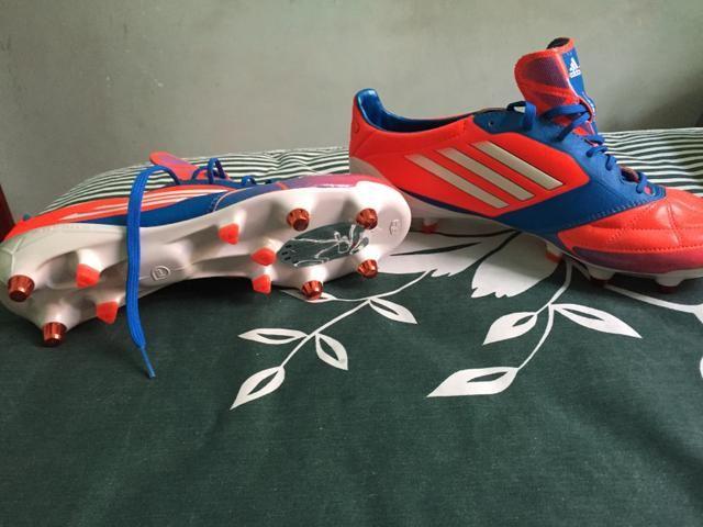 439ad2593e Chuteira Adidas profissional TAM 38 39 - Roupas e calçados ...