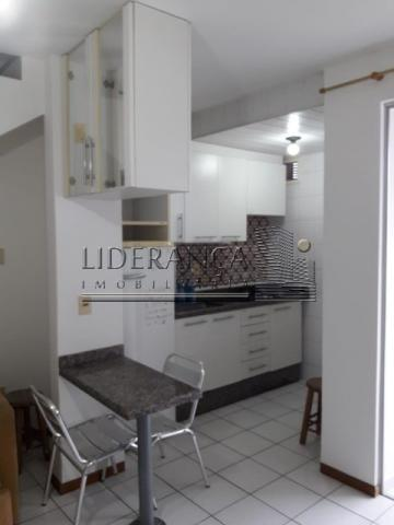 Apartamento, Serrinha, 1 dormitório, sala com sofá cama e rack, cozinha com armários, área - Foto 5
