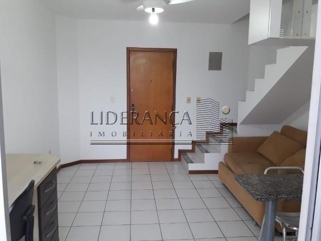 Apartamento, Serrinha, 1 dormitório, sala com sofá cama e rack, cozinha com armários, área - Foto 2