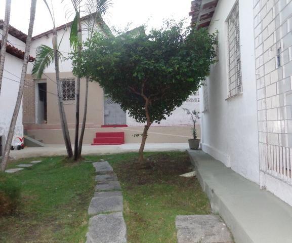 Quitinete de quarto com WC na Rua Tibúrcio Cavalcante, próx à Sorveteria Pistacchio