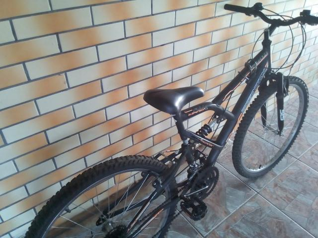 Bicicleta semi nova, com mola em excelente estado - Foto 2