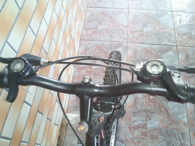 Bicicleta semi nova, com mola em excelente estado - Foto 4