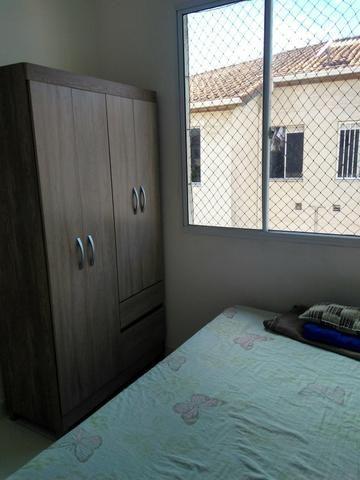 Compartilho quarto no meu apartamento