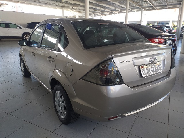 Fiesta sedan 1.6 12/13 manual - Foto 2