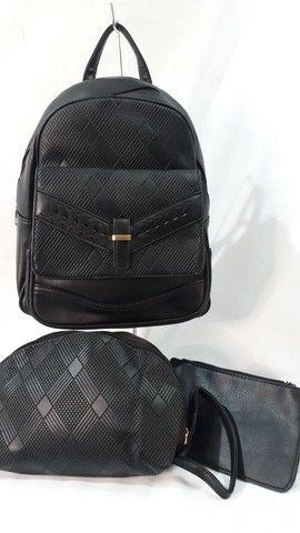 Conjunto mochila + Necesserie + bolsinha de mão