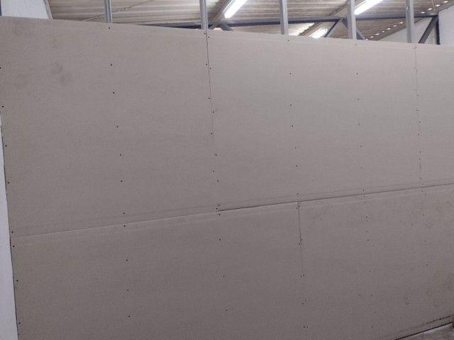Rebaixamento e divisórias de drywall e PVC - Foto 3