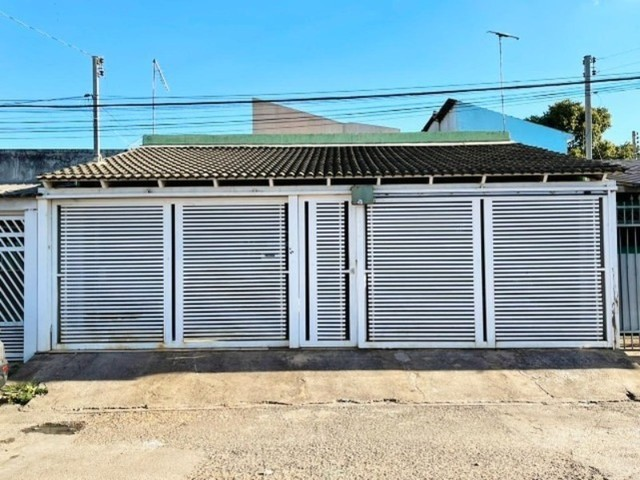 Linda Casa com 4 Quartos, Garagem Coberta em M Norte.