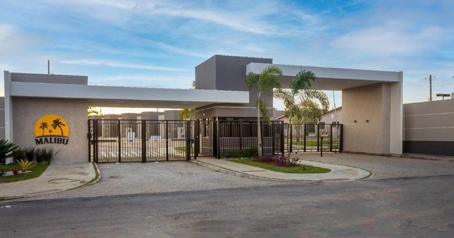 Vendo casa de 2/4 - Condomínio Malibu