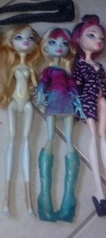 Lot monster high tres bonecas como na foto mais brinde