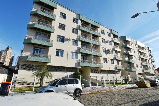 Apartamento amplo e bem localizado no Balneário.