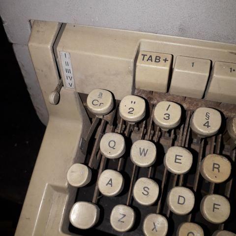 Máquina de escrever olivetti - Foto 6