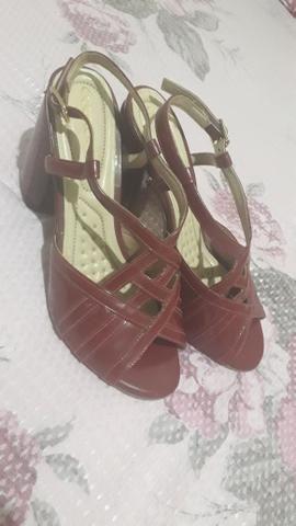 Vendo sapato feminino , da marca couro café