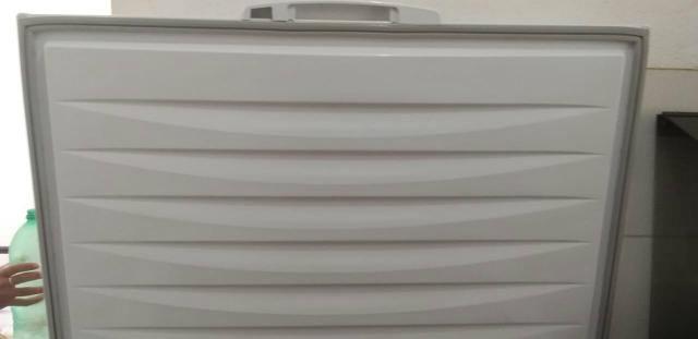 Vendo um congelador freezer semi-novo - Foto 2