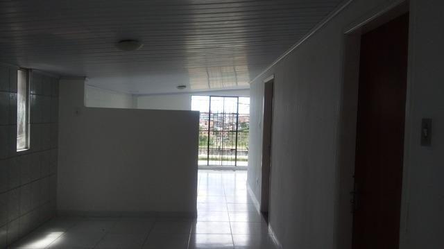 Casa Vila Canaria 1º andar Rua Principal Ótima Localização R$ 700,00 Ligue: 3215-4603 - Foto 7