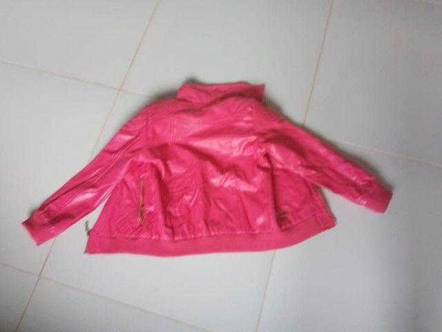 Jaqueta de coro rosa feminina para criança.