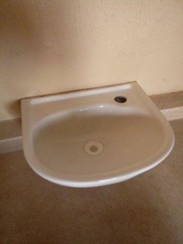 Pia de parede com torneira inox - Foto 2