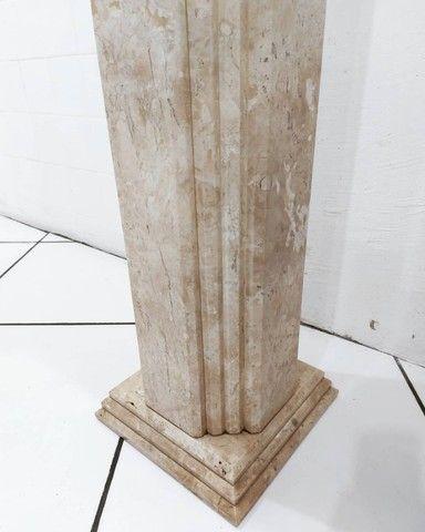 Par Colunas Laterais Decorativas em Mármore Travertino Bahiano Esculpido - Foto 5