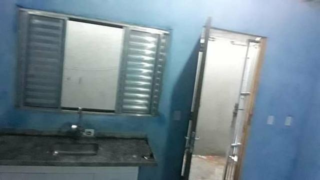 Quarto e banheiro para homem ou mulher solteiro para alugar 974 154425 - Foto 2