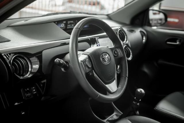 Étios Hatch XLS 1.5 Mec. 2017 - Foto 6