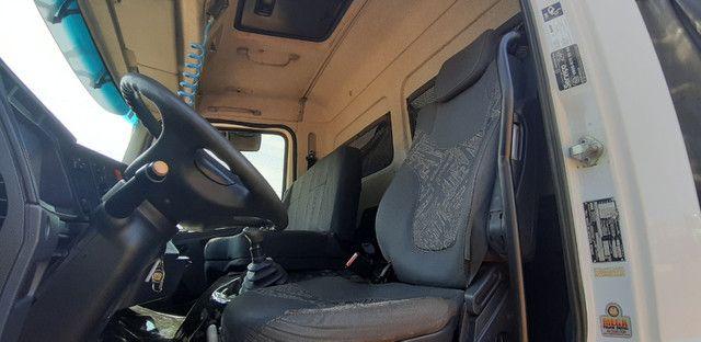 Mercedes Benz MB Atego 2428 bitruck 8x2 carroceria graneleira - Foto 10