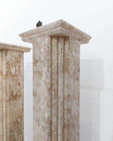 Par Colunas Laterais Decorativas em Mármore Travertino Bahiano Esculpido - Foto 3