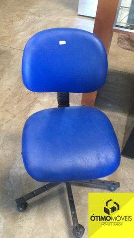 Cadeira giratória Azul R$:100