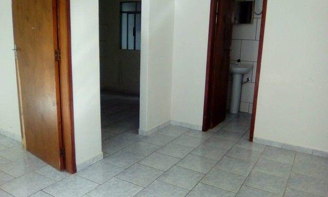Aluga-se Casa em Condominio 1 quarto 1 banheiro R$ 900,00 - Foto 5