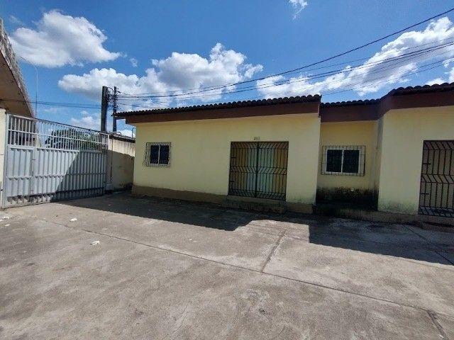 Alugo - Casa no centro de Caucaia com 3 quartos