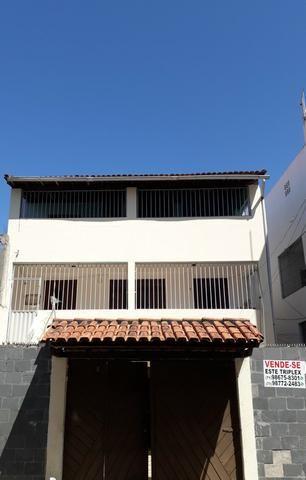 Casa Térrea em Itapuã, 2/4 com garagem