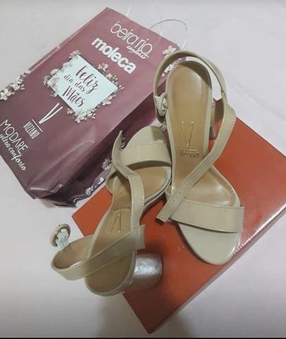 Vendo sandália alta Vizzano