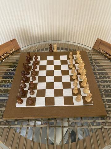 Tabuleiro e peças de Xadrez em madeira - Foto 2