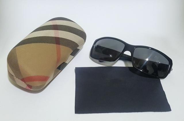Óculos De Sol Burberry Preto Acetinado - Bijouterias, relógios e ... b134462041