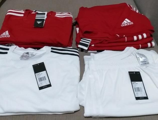 camisas e shorts adidas