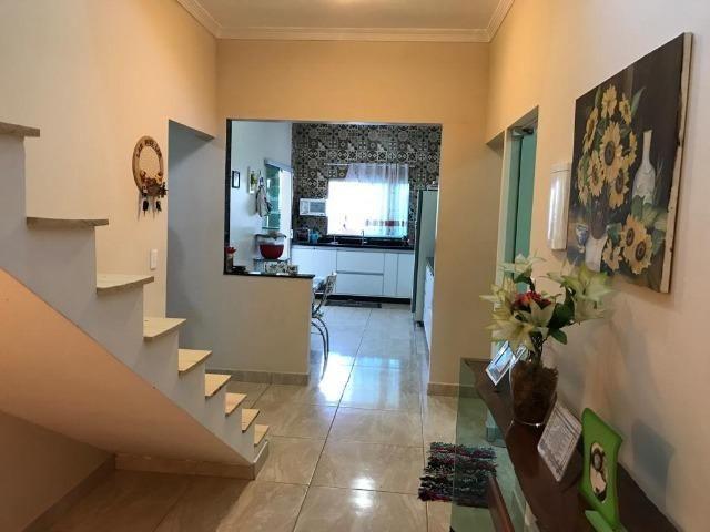 Excelente Casa, 3 Qts Sendo 1 Suíte, Laje, Cerâmica, Lazer no Piso Superior! - Foto 3