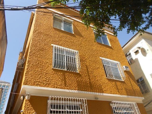 Apto 02 qts com armários na Rua Itaguaí, Largo do Marrão, Santa Rosa (próx. ao comércio)