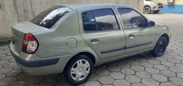 Renault Clio sedan 1.0 16v - Foto 2
