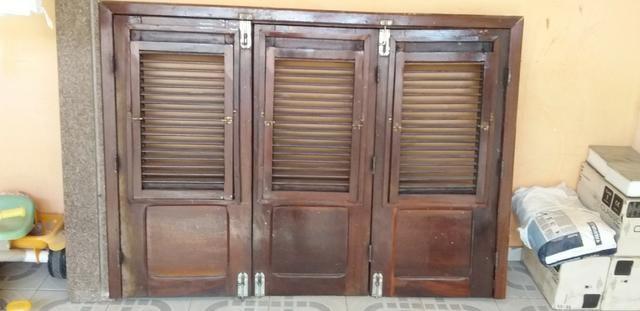 Janela de madeira , porta de 60 e pedra de granito - Foto 3
