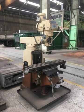 Fresadora ferramenteira Sinitron mesa de 1.300x400mm